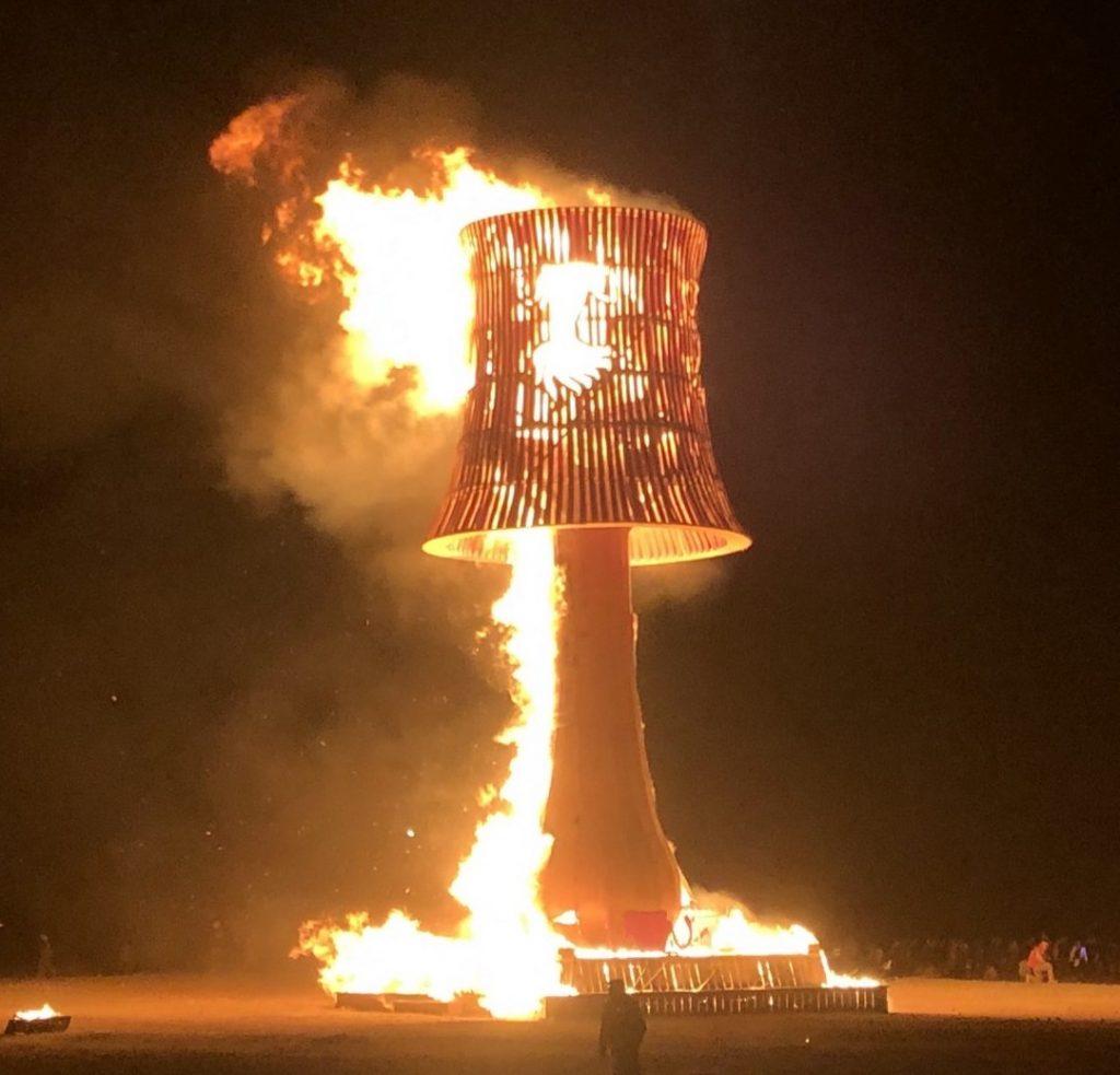2019_Afrika Burn_Am letzten Abend werden Kunstwerke spektakulär verbrannt, auch, um die Einzigartigkeit und die Besonderheit für den Moment ins Bewusstsein zu rücken