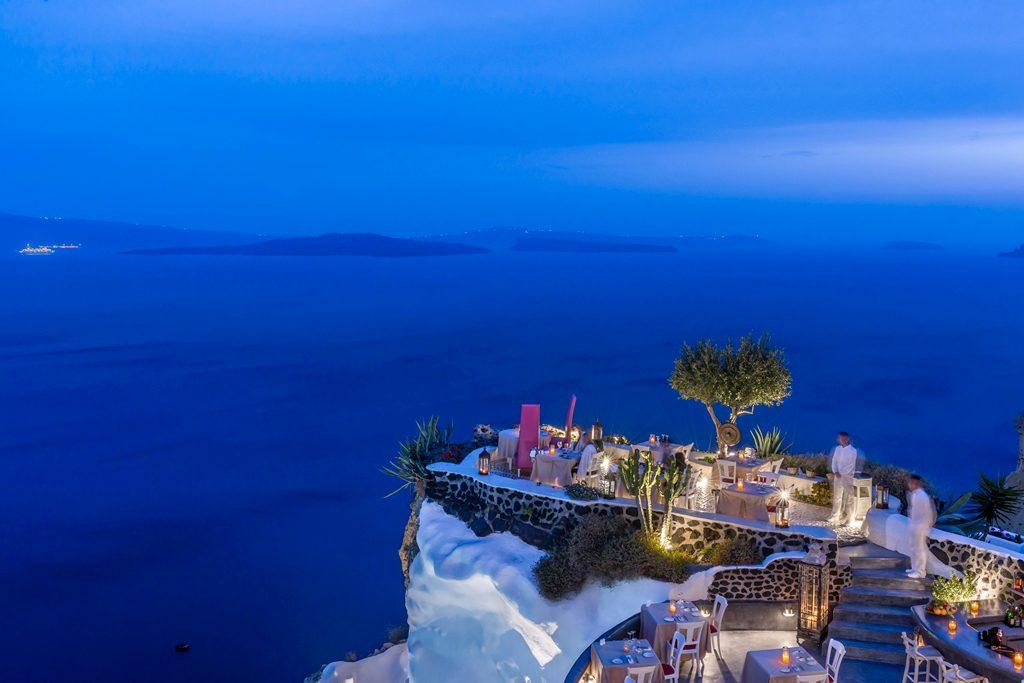 """Die Andronis Luxury Suites mit dem """"schönsten Balkon der Welt"""" sind seit Anfang Juli wieder geöffnet"""