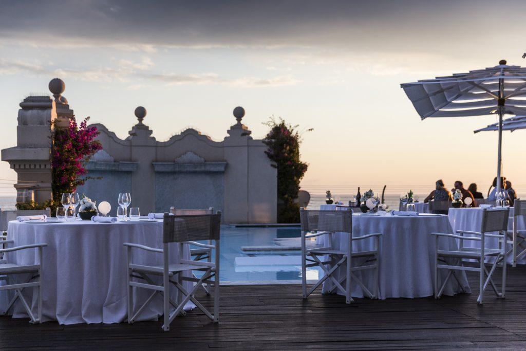 """Im Il Piccolo Principe, dem 2-Sterne-Restaurant des Grand Hotels Principe di Piemonte, darf bei einem Dinner von Giuseppe Mancino der Abend gerne ausklingen ... Und erneut heißt es: """"E lucevan le stelle ..."""""""